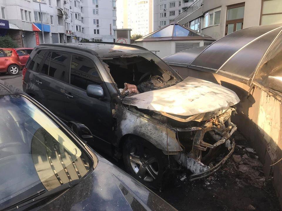 «Є загроза мені та моїй родині»: в Києві спалили автомобіль блогера В'ячеслава Маковійчака