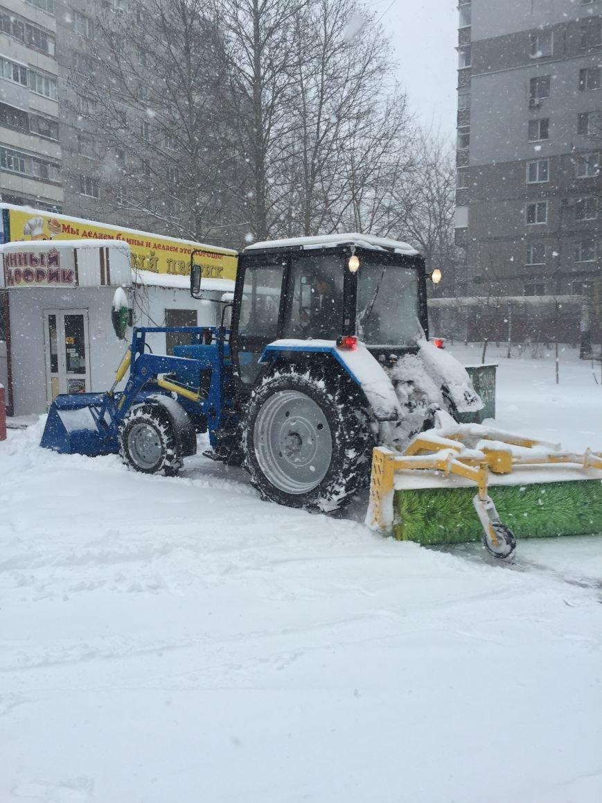 В Николаеве на уборку снега в Корабельном районе вышло 13 единиц техники (ФОТО) (фото) - фото 1