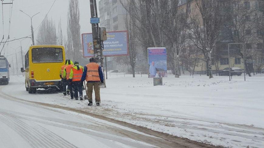 В Николаеве коммунальщики усилено убирают снег в Ленинском районе (ФОТО) (фото) - фото 4