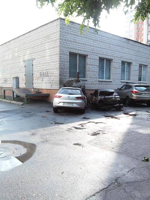 У Білій Церкві рятувальники оперативно ліквідували загоряння двох автомобілів