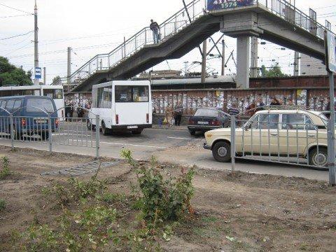 В Мариуполе уснувший водитель  протаранил два леерных ограждения и врезался в кирпичную стену  (ФОТО), фото-1