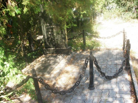 На мариупольском кладбище к морякам-героям подхоронили  «нелегалку» (ФОТО), фото-1