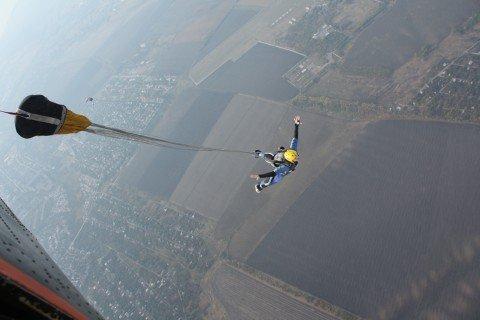 Мариупольские МИРовцы прыгнули с парашютом во имя мира (ФОТО), фото-1