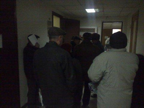 В отделе кадров ПАТ «ММК им. Ильича»  - аншлаг. Пенсионеры стоят в очереди на увольнение  (Фотофакт), фото-1