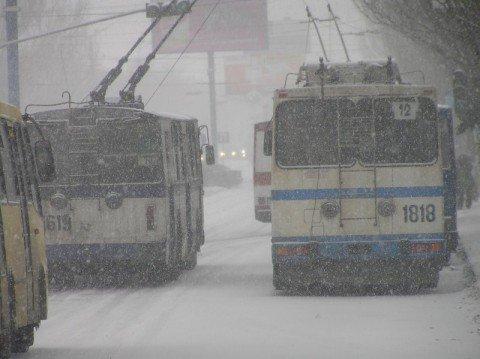 В Мариуполе троллейбус спровоцировал аварию. Пострадал пешеход (ФОТО), фото-1