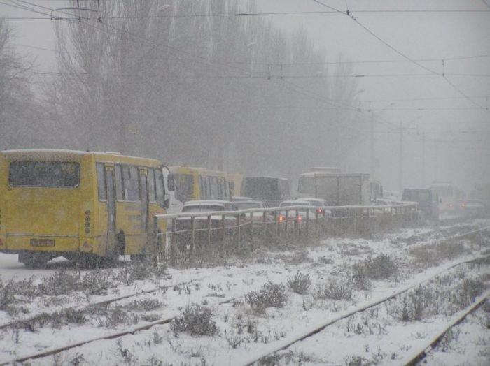 Мариуполь накрыла стихия. Транспорт буксует, в городе — километровые пробки (ФОТО), фото-3