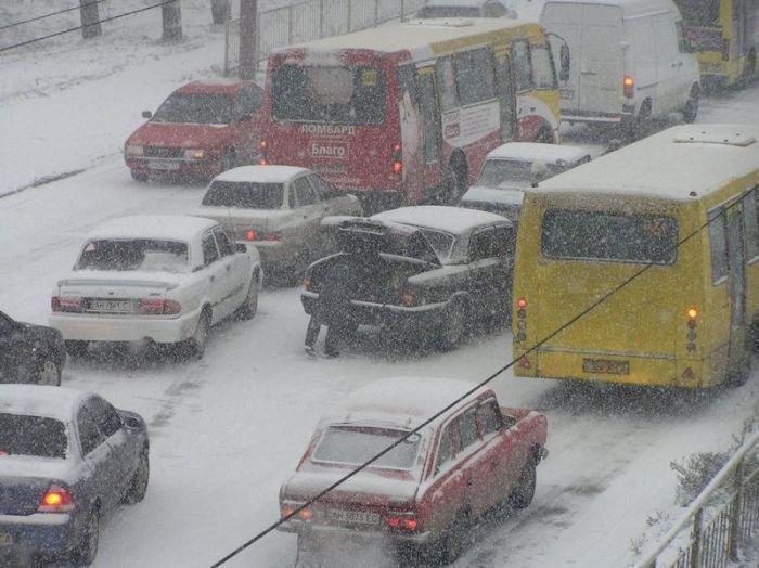 Мариуполь накрыла стихия. Транспорт буксует, в городе — километровые пробки (ФОТО), фото-2