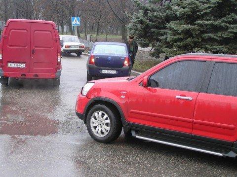 В Мариуполе автомобилистка не заметила дорожный  знак (ФОТО), фото-1