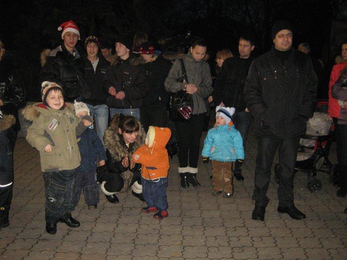 В Мариуполе Юрий Хотлубей зажег главную елку города (ФОТО), фото-20