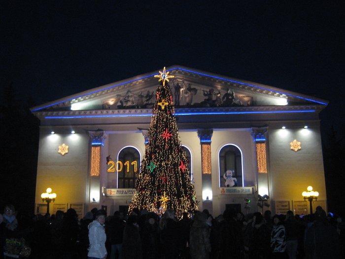 В Мариуполе Юрий Хотлубей зажег главную елку города (ФОТО), фото-22
