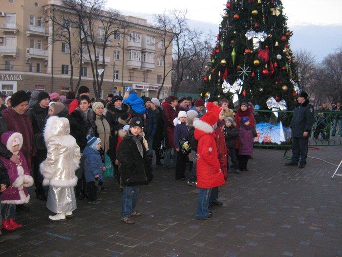 В Мариуполе Юрий Хотлубей зажег главную елку города (ФОТО), фото-2