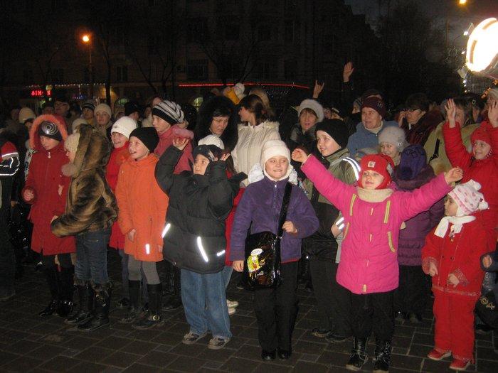 В Мариуполе Юрий Хотлубей зажег главную елку города (ФОТО), фото-19