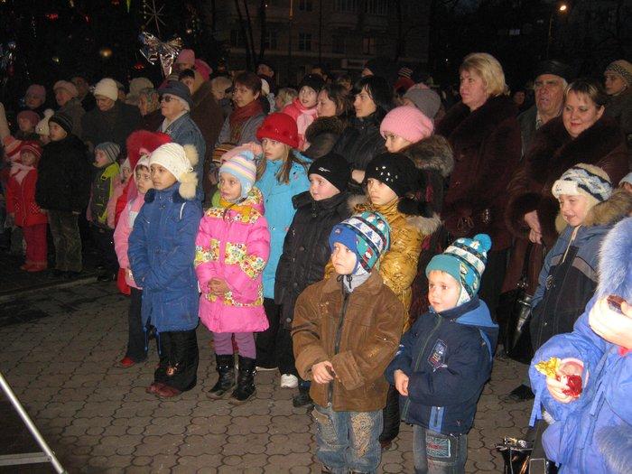 В Мариуполе Юрий Хотлубей зажег главную елку города (ФОТО), фото-10