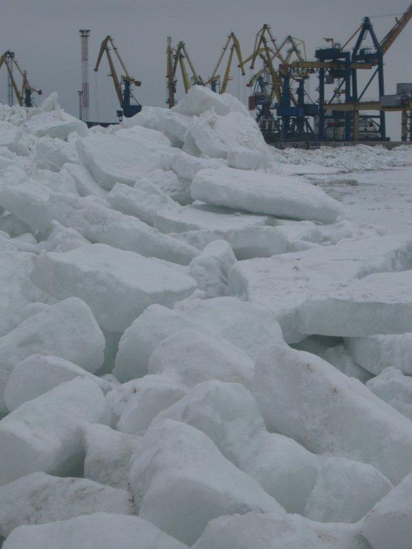 Азовское море покрылось ледяными торосами (ФОТО), фото-1