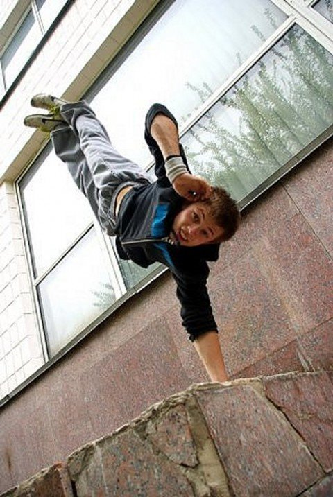 Финалист «Танцуют все-3!» Антон Давыденко преподаст урок контемпа в Мариуполе, фото-1
