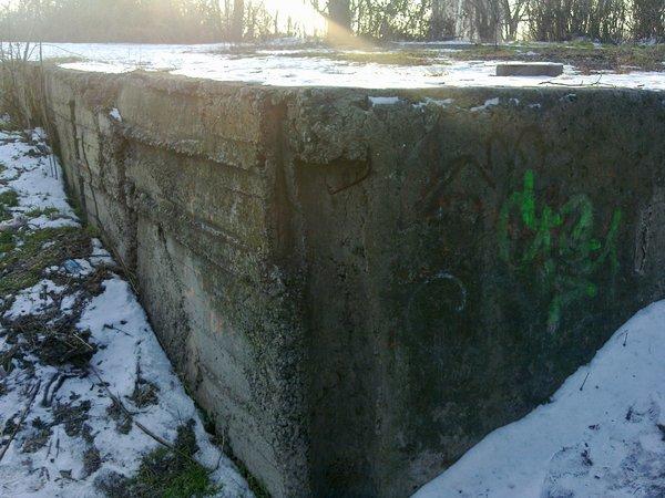 Замурованный угол фундамента кафе Ласточка на обрыве городского сада