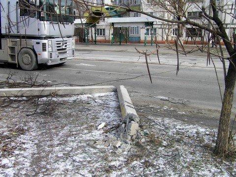 В Мариуполе штормовой ветер оставил  без света сотни домов и поломал рекламные конструкции  (ФОТО), фото-1