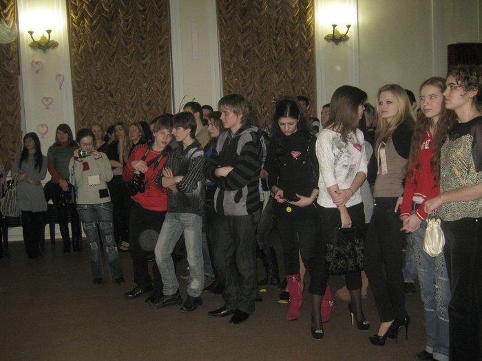 В Мариуполе начальник отдела по работе с молодежью «ушел с молотка» за 220 гривен (ФОТО) , фото-1