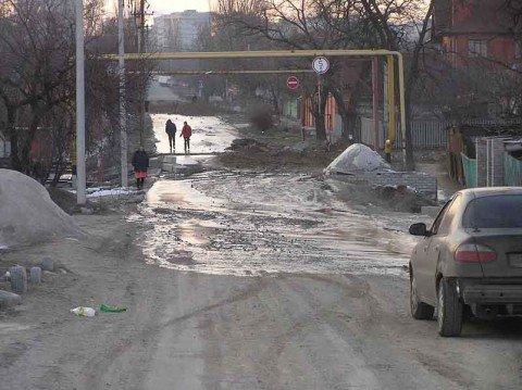 В Мариуполе по улице Кирова рекой текут нечистоты (фото), фото-1