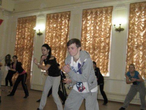 В Мариуполе Антон Давыденко научил девушек танцевать хип-хоп (ФОТО), фото-1