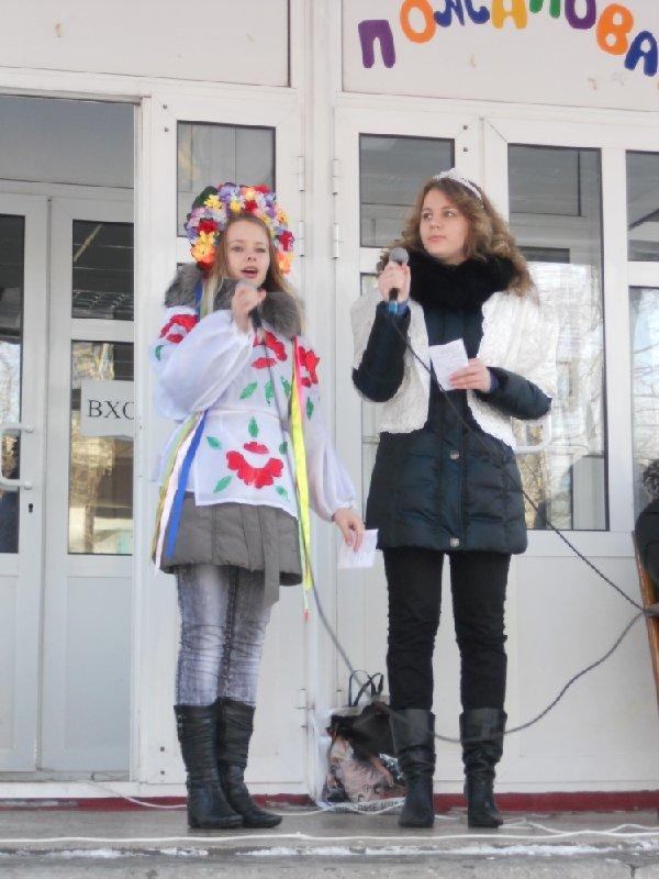 Масленица в Мариуполе радовала блинами и дефицитной гречкой (Фоторепортаж), фото-28