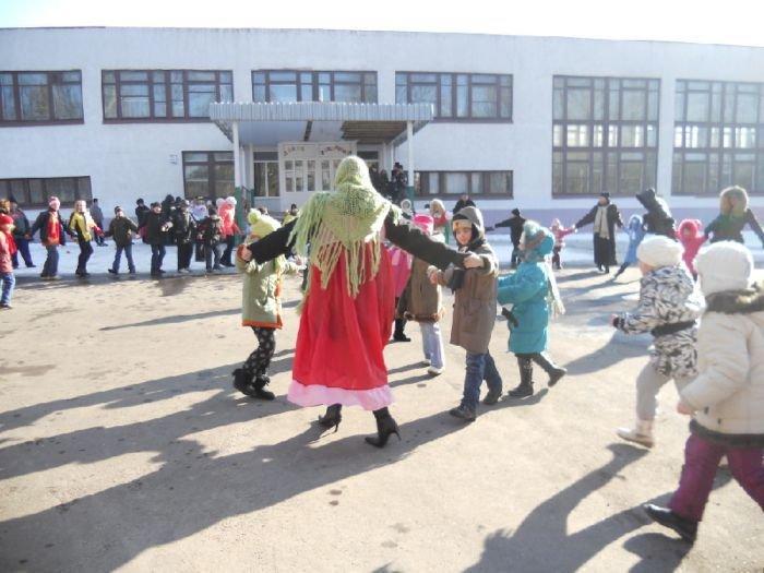 Масленица в Мариуполе радовала блинами и дефицитной гречкой (Фоторепортаж), фото-27