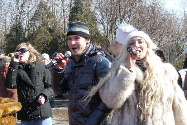 Масленица в Мариуполе радовала блинами и дефицитной гречкой (Фоторепортаж), фото-17
