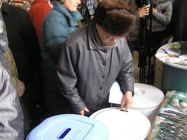 На выставке -ярмарке «Весна - Мариуполь-2011» впервые  представили отечественные  стиральные машинки, вилки и вафельницы (ФОТО), фото-4
