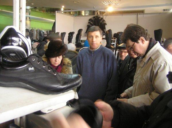 На выставке -ярмарке «Весна - Мариуполь-2011» впервые  представили отечественные  стиральные машинки, вилки и вафельницы (ФОТО), фото-7