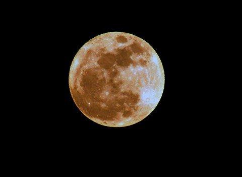 Луна 19 марта. Над Мариуполем. Фото Н.Рябченко.
