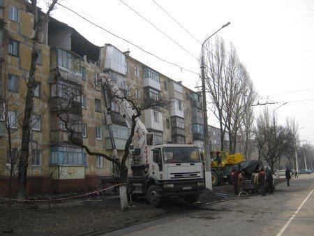В Мариуполе на месте взрыва жилого дома спасатели продолжают разбирать завалы (ФОТО), фото-1