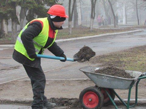 В Мариуполе осужденные занялись сортировкой мусора и уборкой улиц (ФОТО), фото-1