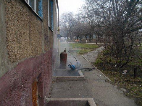 В Мариуполе неосторожные сварщики устроили пожар в подвале жилого дома и пошли обедать  (ФОТО), фото-1