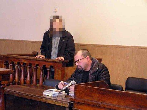 В Мариуполе парня, который пытался зарубить родную мать, признали психически больным , фото-1