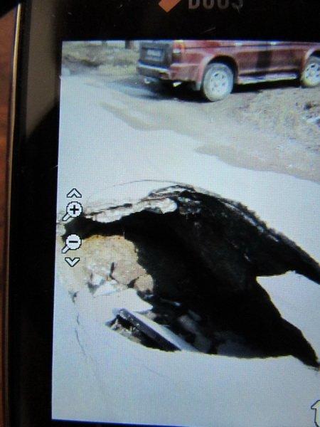 На одной из старых улиц Мариуполя грузовик провалился под землю (ФОТО), фото-1