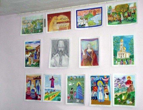 В центральной библиотеке Мариуполя открылась выставка детских рисунков (ФОТО), фото-1