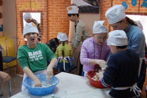 Мариупольские евреи научили школьников приготовлению мацы (ФОТО), фото-1