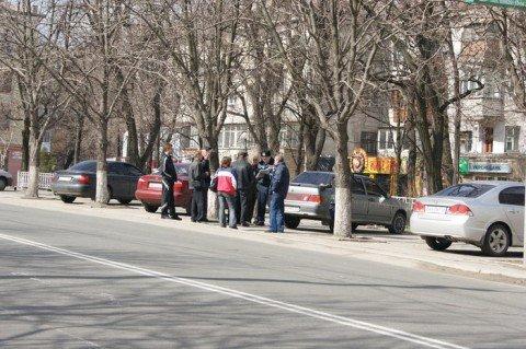 В центре Мариуполя бордовый BMW сбил глухонемого мужчину (ФОТО), фото-1