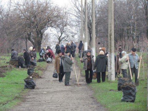 Более 19 тысяч  мариупольцев взялись за метлы и грабли (ФОТО), фото-1