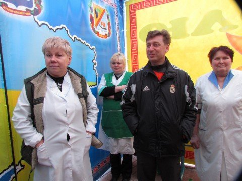В мариупольской Ялте готовятся съесть самый большой кулич в Украине (Фото), фото-1
