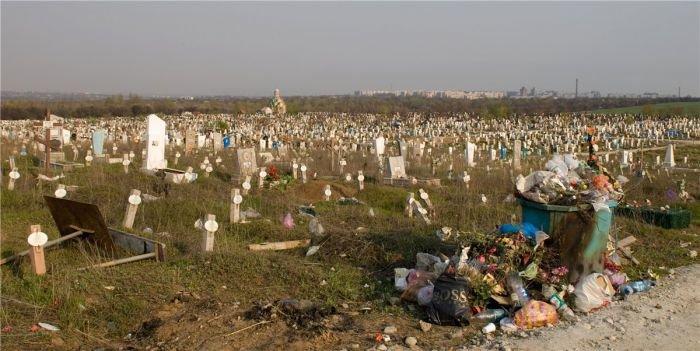 В Мариуполе самое большое кладбище в Европе может стать и самым большим во всем мире (ФОТО), фото-1