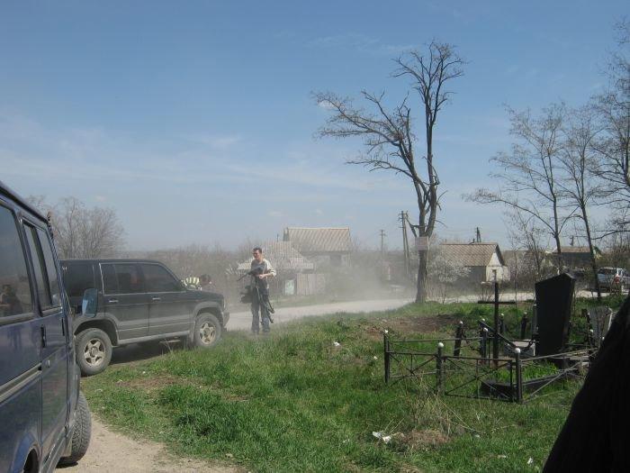 С мариупольских кладбищ вывозят груды мусора  (ФОТО), фото-4