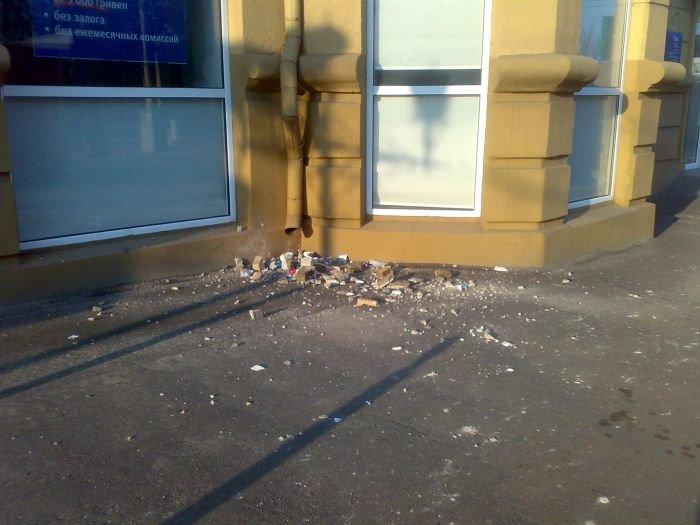 Знаменитый дом со шпилем в Мариуполе начал разрушаться (ФОТО), фото-3