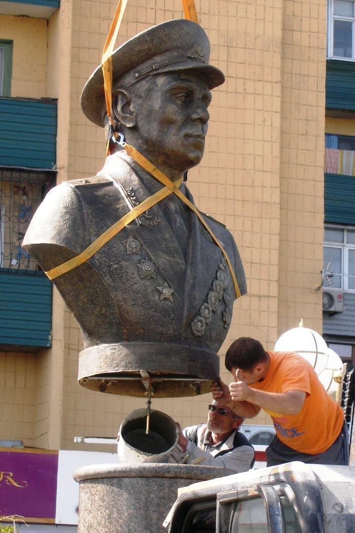 У площади Лунина  появился «хозяин» (ФОТО), фото-1