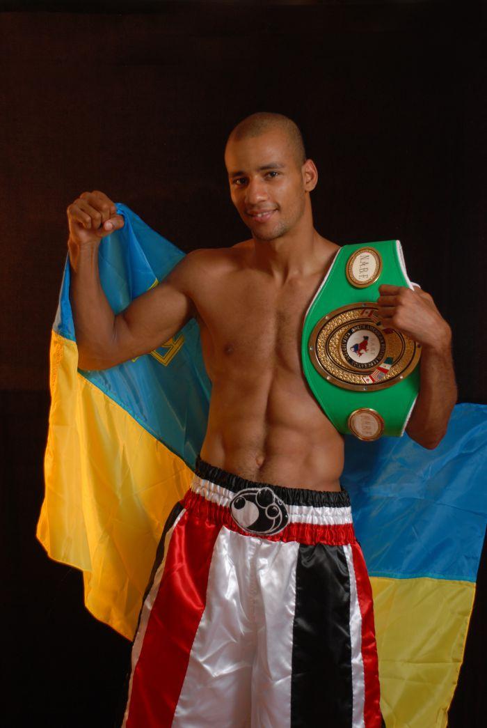 Мариупольский боксер Исмаил Силлах  выступит в Москве перед «Битвой Империй» (ФОТО), фото-1