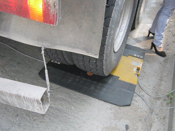 В Мариуполе водителей большегрузов штрафуют в две смены (ФОТО), фото-2