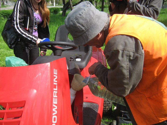 Мариуполь избавляют от лишней травы (ФОТО), фото-5
