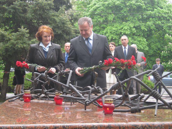 В Мариуполе упростили «процедуру памяти»: вместо митинга памяти жертв политических репрессий  ограничились возложением цветов (фото), фото-4