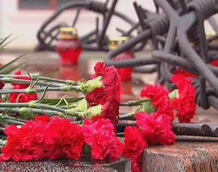 В Мариуполе упростили «процедуру памяти»: вместо митинга памяти жертв политических репрессий  ограничились возложением цветов (фото), фото-10