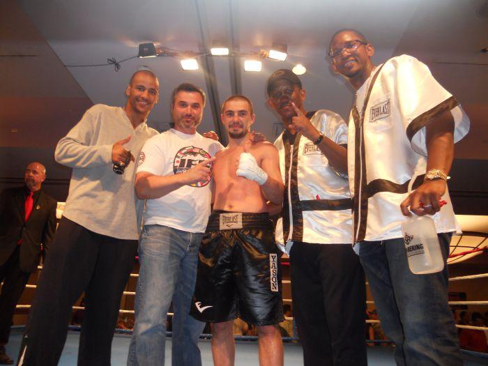 Мариупольский боксер  Давид Табатадзе  одолел соперника в шестираундовом бою (ФОТО), фото-1
